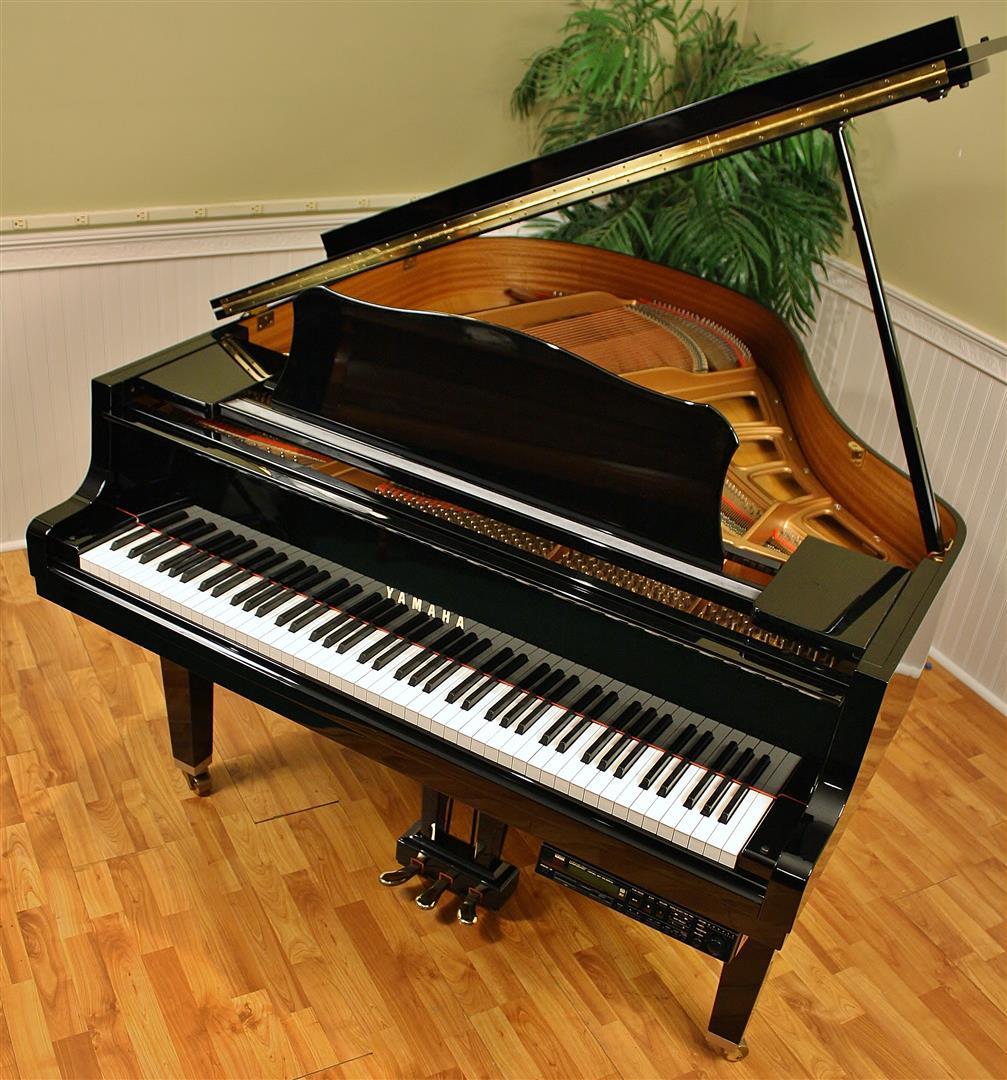 Piano yamaha disklavier baby grand player piano yamaha gc1 for Yamaha disklavier grand piano